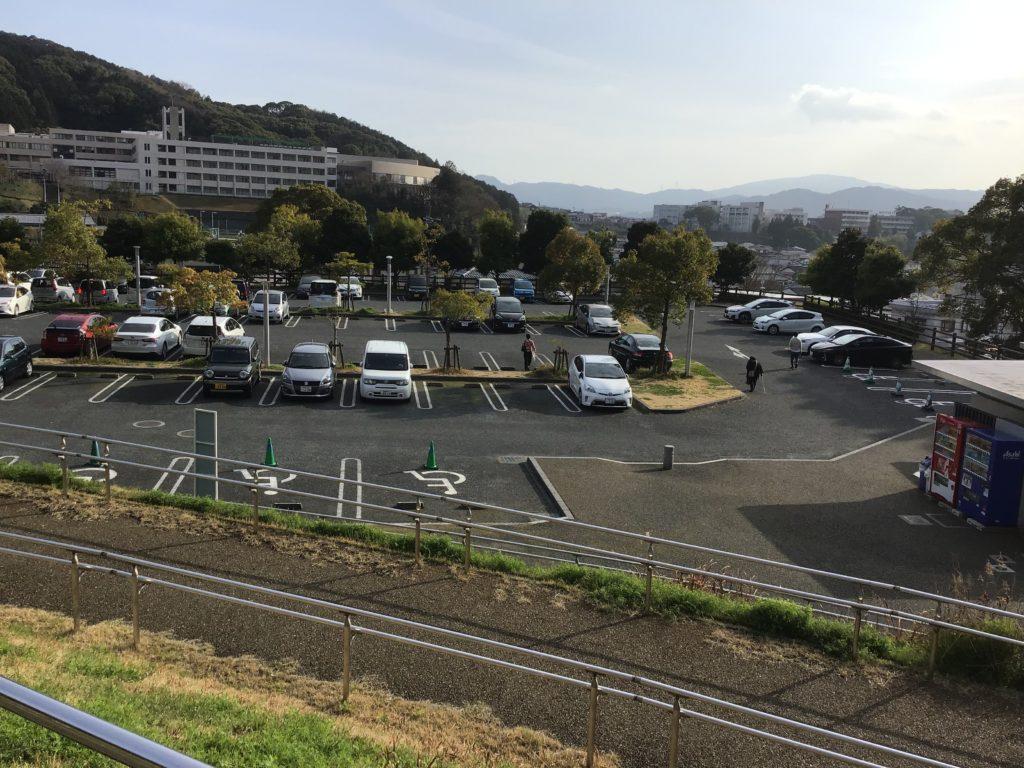 太宰府天満宮から行ける九州国立博物館 駐車場は二箇所 駐車場から博物館まで歩いて5分弱
