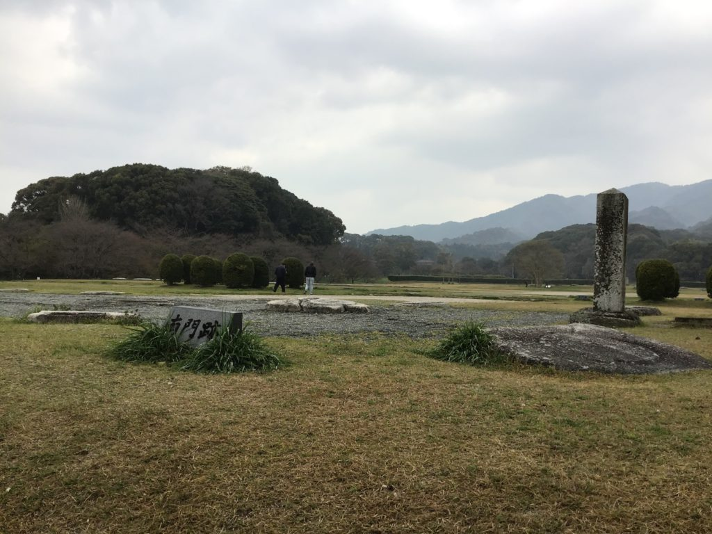 太宰府天満宮周辺の史跡 太宰府政庁跡地 広い 桜の名所